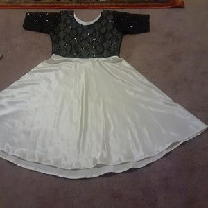 Dresses - A woman dress block and white color custom made.